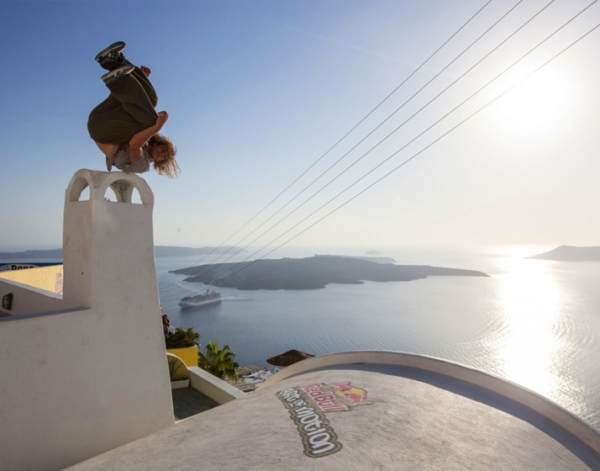 Art of Motion in Santorini
